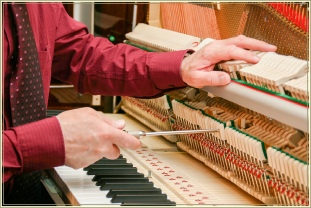 Regulating an upright piano - Josefs Pianos
