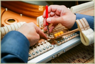 Regulating a grand piano - Josefs Pianos